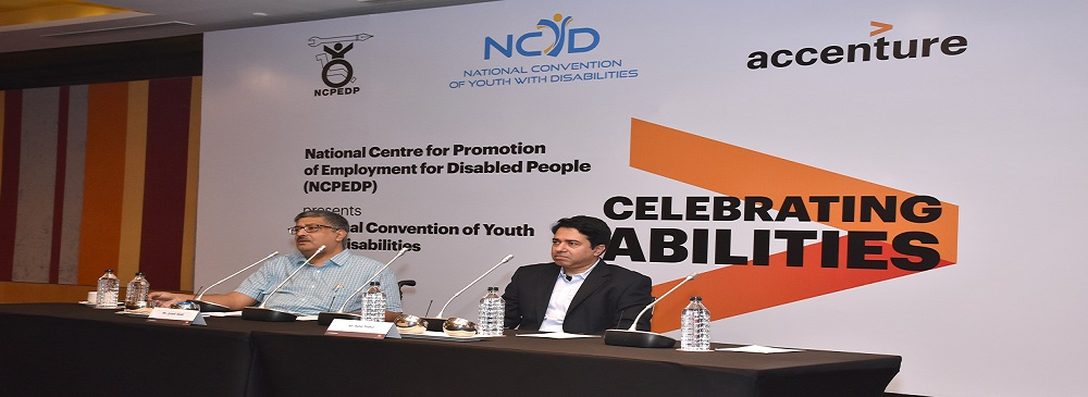 Inaugural Session of the 4th National Convention of Youth with Disabilities held on 9th & 10th November, 2017 in New Delhi. From Left to Right: Javed Abidi, Honorary Director, NCPEDP; and Rohit Thakur, Managing Director, Accenture Solutions Private Limited, India, addressing the students.